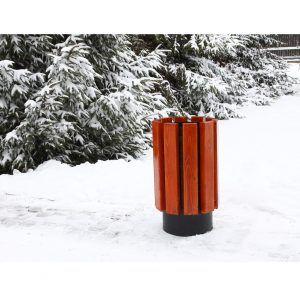 Kosz drewniany zimą