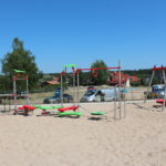 Huśtawki na osiedlu w Warszawie