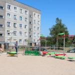Ścieżka zdrowia dla dzieci przed blokiem